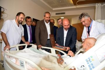 Başkan Pekyatırmacı'dan hastalara anlamlı ziyaret